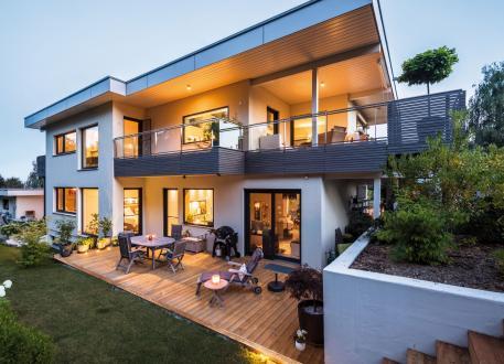 über 400.000 € Fabienne - Designerstück: Wohnkunst im Holzhaus