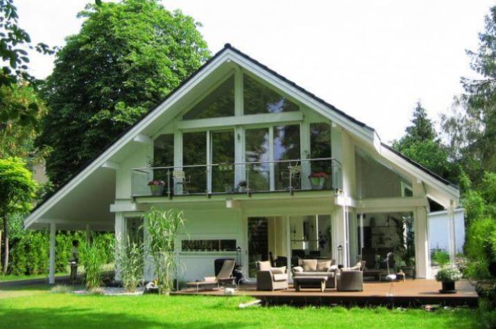 Modernes Fachwerkhaus in Kleinmachnow - Das moderne Fachwerkhaus von der Gartenansicht