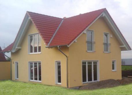 ...individuell geplant ! - Einfamilienhaus mit Zwerchgiebel - praktische Raumaufteilung kombiniert mit harmonischer Ausstrahlung - www.jk-traumhaus.de